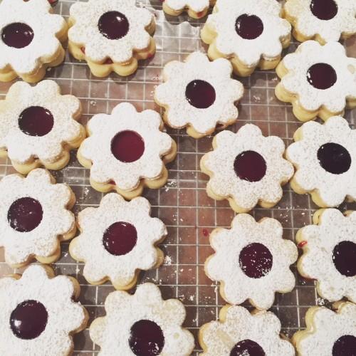 raspberry-linzer-cookies